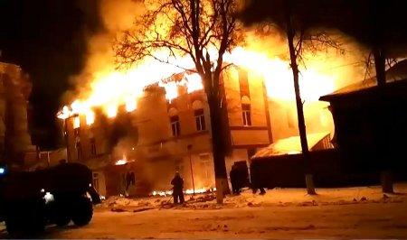 В Ядрине сгорел торговый центр «Империя»
